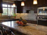 Jak przykleić panel szklany w kuchni?